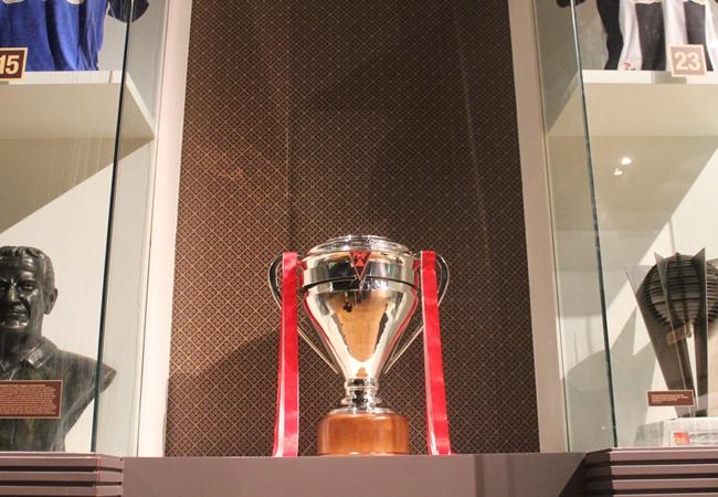 Troféu está exposto no MBF