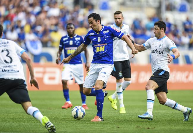Cruzeiro e Grêmio empatam sem gols no Mineirão