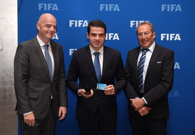 Castellar Neto toma posse na FIFA