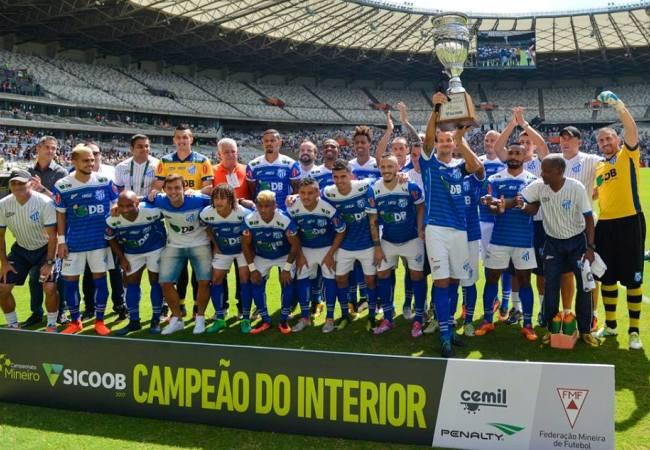 No Mineirão, URT recebe troféu de campeã do interior