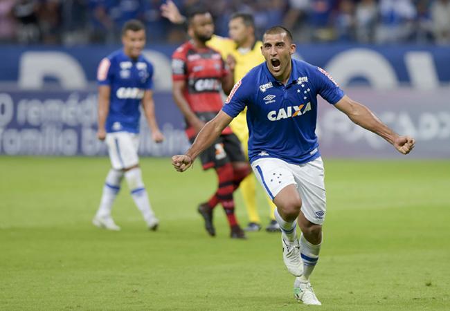 Cruzeiro se recupera em casa e Atlético perde na Bahia