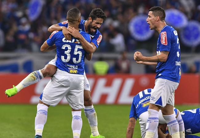 Cruzeiro empata no fim e avança na Copa do Brasil