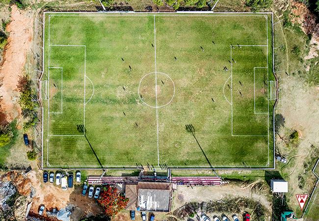 Precursor, futebol amador molda craques e árbitros