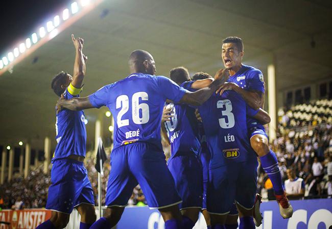 Cirúrgico, Cruzeiro goleia Vasco no Rio de Janeiro
