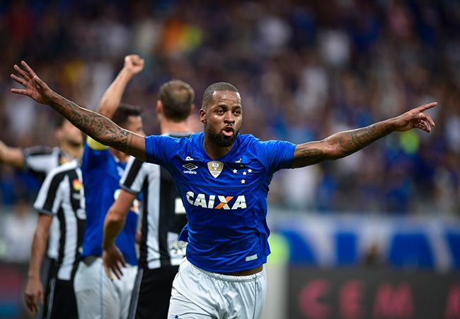 Cruzeiro vence a primeira no Brasileirão