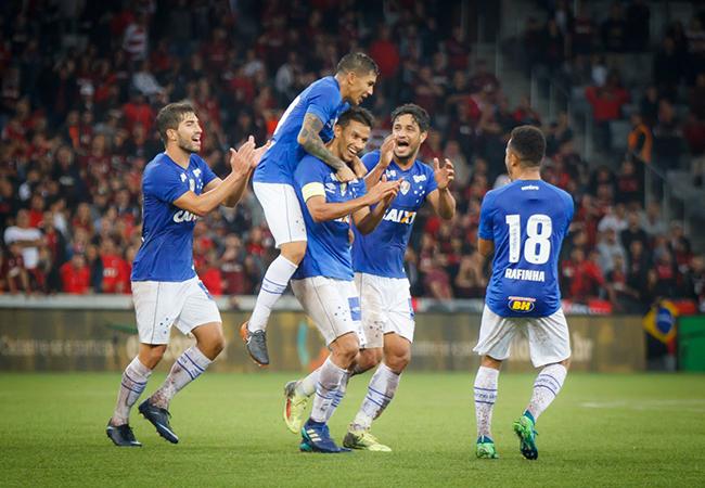 Copa do Brasil - Cruzeiro vence Furacão; Atlético cai nos pênaltis.