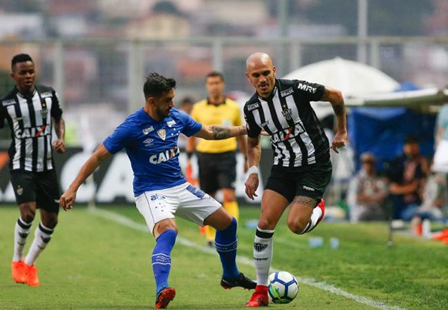 Atlético vence Cruzeiro e é líder do Brasileirão