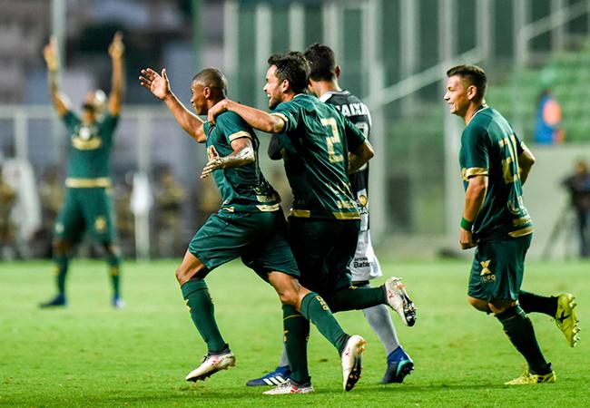 100% em casa, Coelho supera Botafogo no Independência
