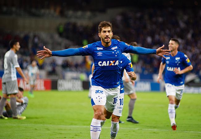 Cruzeiro bate Racing e avança em primeiro na Libertadores