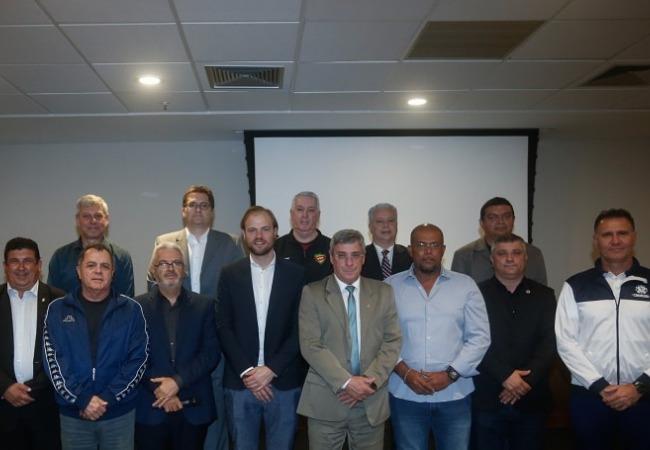 Giulliano Bozzano participa de visita técnica do VAR/FIFA